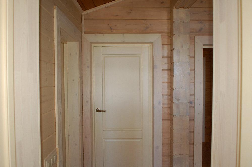 железные двери в дома из клееного бруса